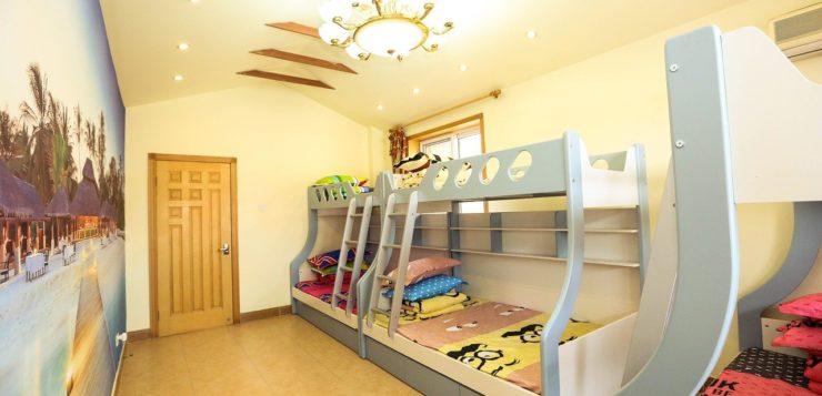 Łóżko piętrowe czy wysuwane? Jakie łóżko do pokoju dla dwójki dzieci?