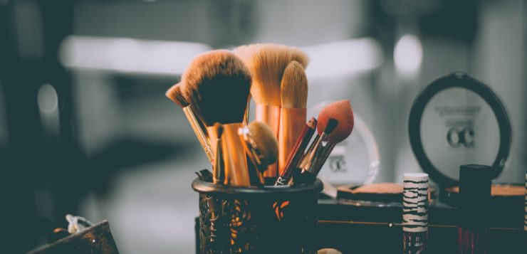 Jakie kolorowe kosmetyki warto mieć w jesiennej kosmetyczce?